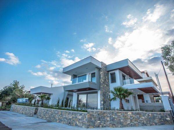 ALMIRA - LUXURY VILLAS